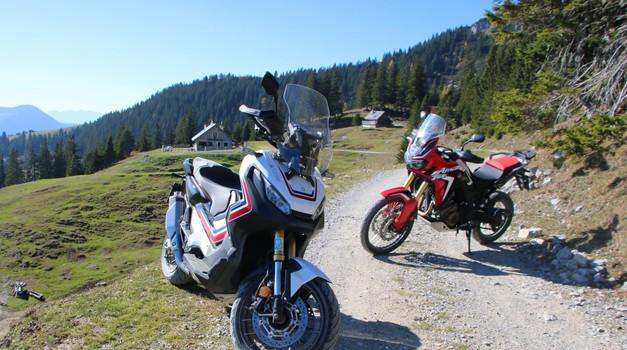 Test: ali je terenski skuter lahko alternativa potovalnemu enduru? Honda X-ADV 750 in Africa Twin. (foto: Matevž Hribar)