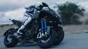 Video: Yamaha Niken, nagibajoči trikolesni motocikel, bo uradno predstavljen v Milanu