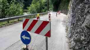 Prošnja državljana - motorista uslišana: označba nevarnega odseka na cesti Col - Godovič