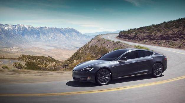 Električni avtomobili niso nevarni za ljudi s srčnimi spodbujevalniki (foto: Tesla)