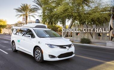 Video: Googlov samovozeči avtomobil Waymo s potniki le na zadnjih sedežih