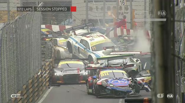 Po masivem verižnem trčenju na VN Macaa odstopilo kar 12 dirkačev (video) (foto: CrashRacing)