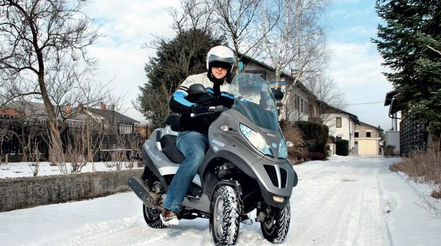 Motocikel in zima. Kako se voziti v snegu in mrazu? (foto: Matevž Hribar)