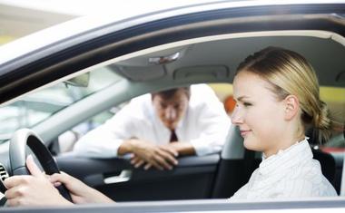 CDK pripravil raziskavo izkušnjah pri nakupu vozila