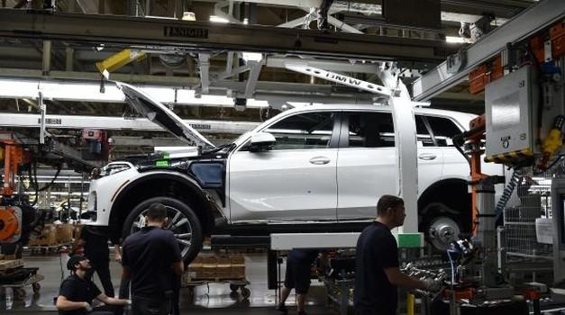 Prvi predprodukcijski primerki BMW X7 zapeljali iz tovarne (foto: BMW)