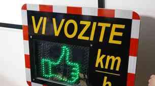AVP podarja 31 prikazovalnikov hitrosti za slovenske občine