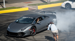 Video: kdo je spretna blondinka za volanom Lamborghini Huracana?