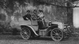 Zgodovina: Renault - avtomobilski proizvajalec, ki je delal tudi tovornjake, avtobuse, tanke...