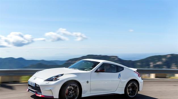 Nissan zanikal govorice: športni Z ostaja! (foto: Nissan)