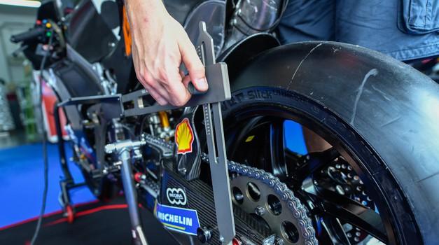 MotoGP: gospoda so v Sepangu prižgala motorje. Si upate napovedati, komu bo uspel veliki met? (foto: Dorna, ekipe)