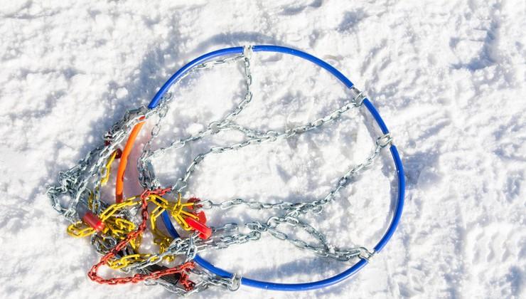 Snežne verige – izbira, vzdrževanje, nadomestne 'nogavice' in osebna izkušnja s premajhnimi