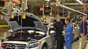 Geely pred nakupom največjega deleža v Daimlerju?