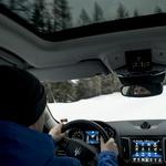 150 na uro s snežno desko: padel svetovni rekord v deskanju po snegu z avtomobilsko vleko (foto: Maserati)