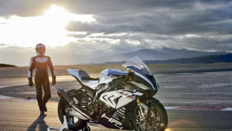 Bi preizkusili BMW HP4 Race v Valencii? Če se odločite za nakup, vrnejo stroške poti!