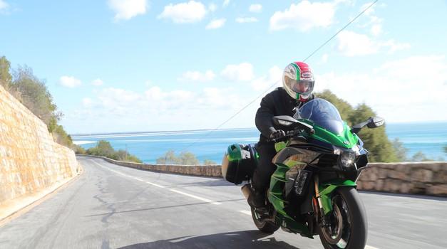 Vozili smo: Kawasaki Ninja H2 SX (foto: Kawasaki)
