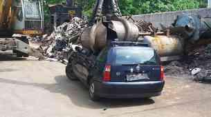 Ministrstvo za infrastrukturo uvedlo dajatev za odjavljena vozila