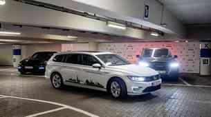 """Volkswagen: """"Avtonomno parkiranje bo še zmanjšalo stres med vožnjo"""""""