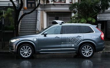 Uber prekinil testiranja avtonomnih taksijev v Arizoni