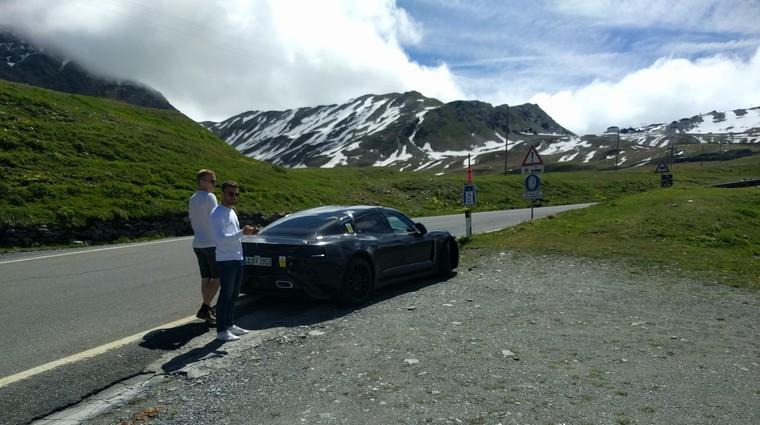 Zamaskiran Porsche Taycan opažen na prelazu Stelvio (foto: Fotografija bralca)