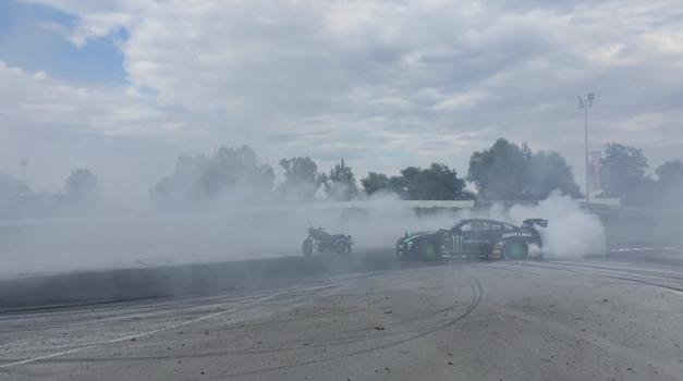 AM interno #40: v oblaku dima in zakurjenih gum (foto: Arhiv AM)