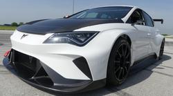 Video: Dirkalnik Cupra E-Racer opravil prva testiranja na Hrvaškem