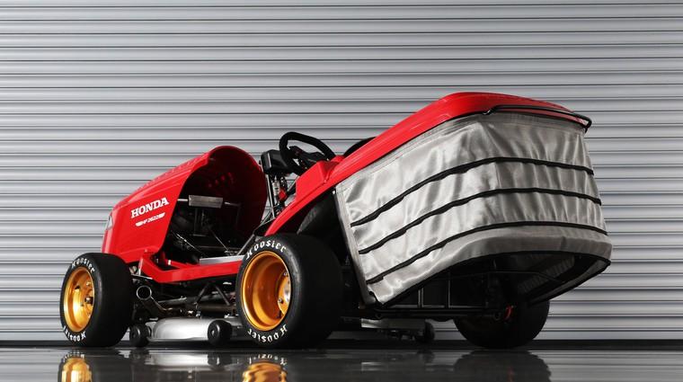 Dirkalna kosilnica z agregatom iz Honde CBR1000RR Fireblade SP se vrača zlobnejša, glasnejša in hitrejša (foto: Honda)