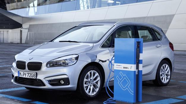 'Road to Zero': električne polnilnice obvezne v vseh novogradnjah (foto: BMW)