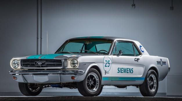Video: Avtonomni Mustang je prišel do cilja, a brez težav ni šlo (foto: Siemens)