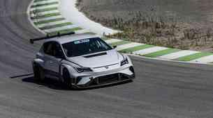 Električni dirkalnik Cupra e-Racer se je uspešno spopadel z dirkališčem