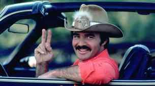 Umrl je Burt Reynolds, hollywoodska legenda s pečatom v avtomobilskem svetu