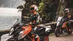 KTM akcija: ob nakupu modelov Adventure in Super Duke za tisoč evrov opreme