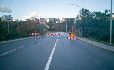 Direkcija za ceste nenapovedano uvedla popolno zaporo čez Savski otok v Kranju