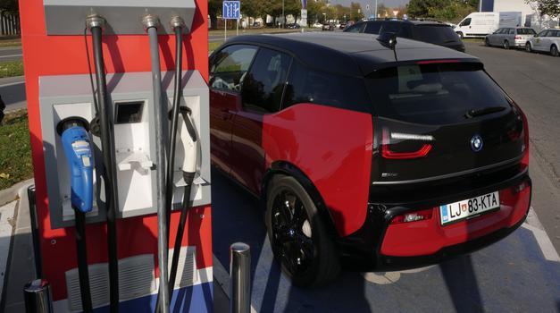 Petrol na poti električne mobilnosti (foto: Matija Janežič)