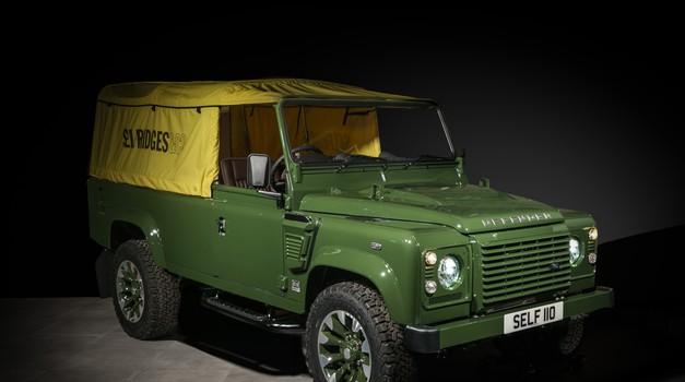 Land Rover je Defenderja sestavil v trgovini z oblačili (foto: Land Rover)