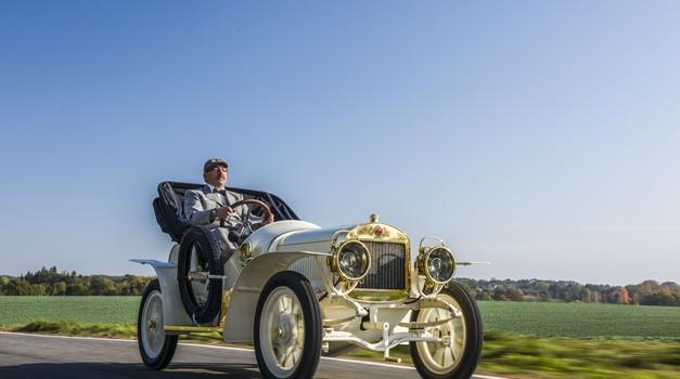 (Skoraj) najstarejša Škoda se je vrnila med žive (foto: Škoda)