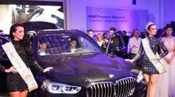 BMW na gala prireditvi z dobrodelno noto predstavil model X5 in serijo 8