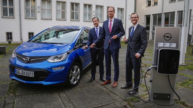 Russelsheim postaja električno mesto (foto: Opel)