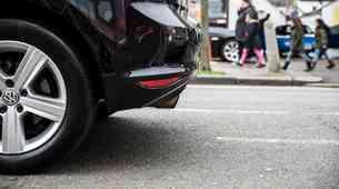 EU sprejela dogovor o izpustih CO2, avtomobilska industrija svari pred izgubo delovnih mest