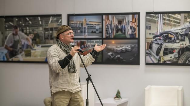 Adria Mobil s posebno fotografsko razstavo izkazuje čast delavcem (foto: Adria mobil)