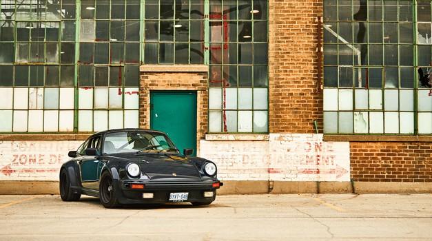 Porsche z novo tehnologijo stopil na prste tatovom klasičnih avtomobilov (foto: Porsche)