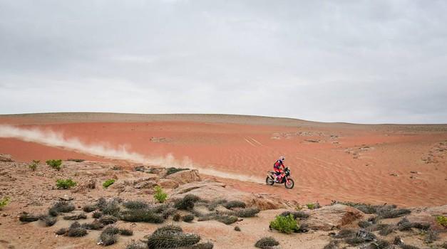 Zakulisje Dakarja: na tretji etapi Dakar postal bolj poštena dirka (foto: Antonine Vincent/DPPI)