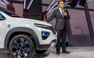 Francija zahteva, da Renault razreši Carlosa Ghosna vseh dolžnosti