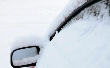 Zapadel je prvi sneg ... Na kaj moramo paziti, preden se odpravimo na pot?