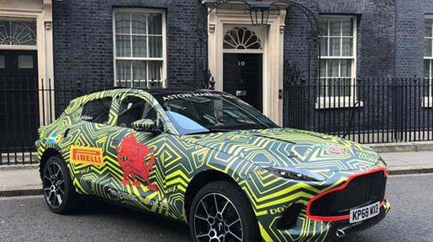 Aston Martin DBX premierno na obisku pri britanski premierki (foto: Aston Martin)