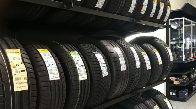 Bliža se 15. marec: ali je že čas za menjavo zimskih pnevmatik za letne? (foto: Jure Šujica)
