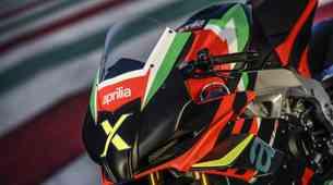 Aprilia desetletje RSV4 obeležuje z ekskluzivnim motociklom RSV4 X