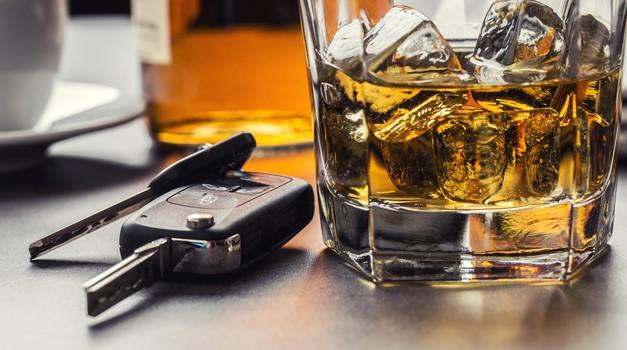 Zavod Varna pot podpira znižanje dovoljene stopnje alkohola v krvi in predlaga dodatne ukrepe (foto: Profimedia)
