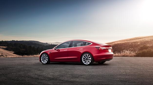 Prodaja novih dizlov še naprej pada (foto: Tesla)