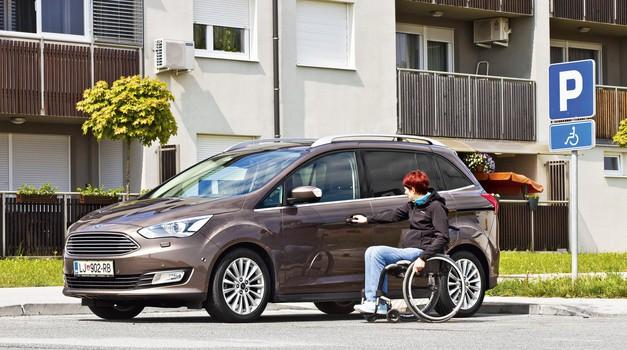 "Odprto pismo reviji Lady: ""Parkiraj izgovore drugam, ne na mesta, rezervirana za invalide"" (foto: Arhiv AM)"