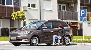 "Odprto pismo reviji Lady: ""Parkiraj izgovore drugam, ne na mesta, rezervirana za invalide"""